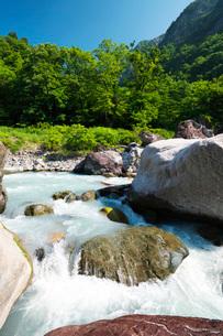 小滝川ヒスイ峡 小滝川の写真素材 [FYI02988631]