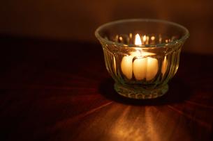 キャンドルの灯りの写真素材 [FYI02988796]