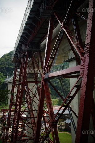 旧余部鉄橋と餘部鉄橋の写真素材 [FYI02989004]