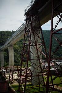 旧余部鉄橋と餘部鉄橋の写真素材 [FYI02989007]