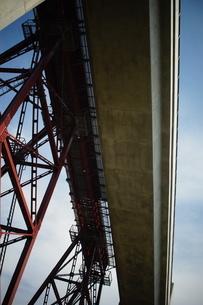 旧余部鉄橋と餘部鉄橋の写真素材 [FYI02989010]