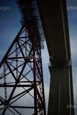 旧余部鉄橋と餘部鉄橋の写真素材 [FYI02989012]