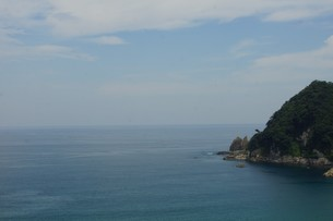 山陰本線の車窓風景(日本海)の写真素材 [FYI02989025]