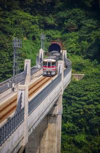 餘部鉄橋の風景(餘部トンネル)の写真素材 [FYI02989061]
