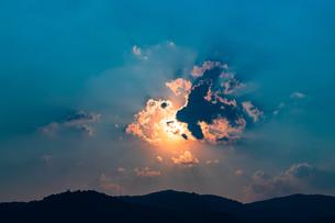 光の雲の写真素材 [FYI02989242]