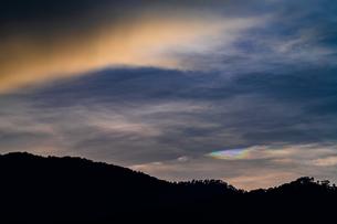 夕暮れの彩雲の写真素材 [FYI02989315]