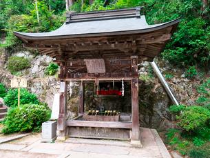 長命寺の手水舎の写真素材 [FYI02989383]
