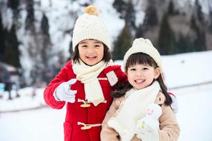 雪山の子供の写真素材 [FYI02989443]