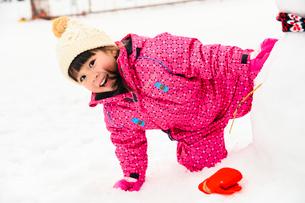 雪だるまと子供の写真素材 [FYI02989467]