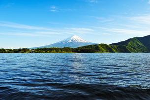 河口湖から見た富士山の写真素材 [FYI02989525]