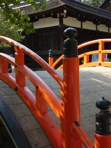 下鴨神社赤橋の写真素材 [FYI02989609]