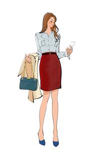 コートとカバンを持ち、スマートフォンを見る女性のイラスト素材 [FYI02989934]