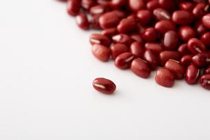 小豆の粒の写真素材 [FYI02990266]