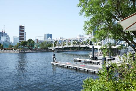 運河の桟橋の写真素材 [FYI02990442]