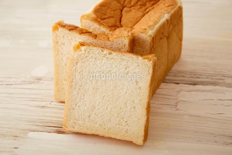 しっとりした食パンの断面の写真素材 [FYI02990448]