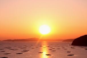 国立公園、瀬戸虫明の夕陽の写真素材 [FYI02990552]