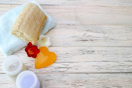 ハート型の石鹸の写真素材 [FYI02990722]