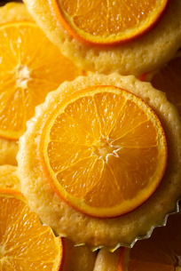 子どものおやつに手作りのオレンジマドレーヌの写真素材 [FYI02990970]