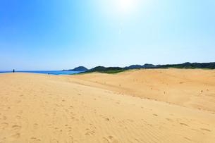 鳥取砂丘と日本海の写真素材 [FYI02991326]