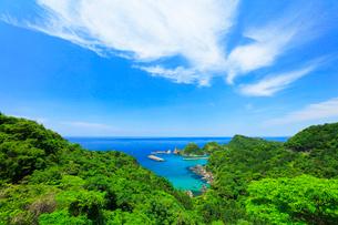 山陰海岸 日本海に居組港の写真素材 [FYI02991379]