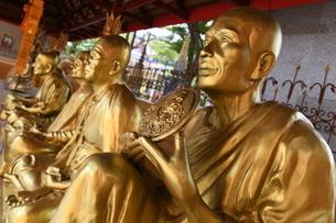 タイの寺院の仏像の写真素材 [FYI02991632]