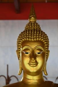 タイの寺院の仏像の写真素材 [FYI02991636]