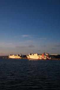 稚内港とハートランドフェリーの朝の写真素材 [FYI02991695]