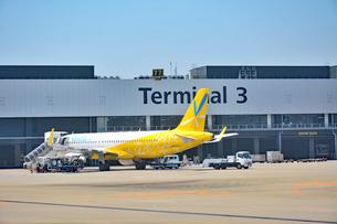 成田国際空港第3旅客ターミナルとLCCの写真素材 [FYI02991983]