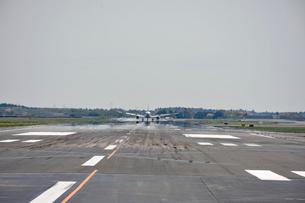 成田国際空港滑走路の写真素材 [FYI02991984]