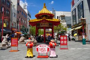 神戸南京町の街並みの写真素材 [FYI02992175]