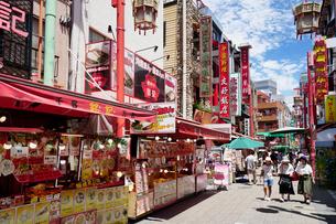 神戸南京町の街並みの写真素材 [FYI02992176]