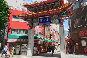 神戸南京町の街並みの写真素材 [FYI02992178]