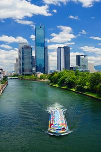 アクアライナーと大阪ビジネスパークの写真素材 [FYI02992180]