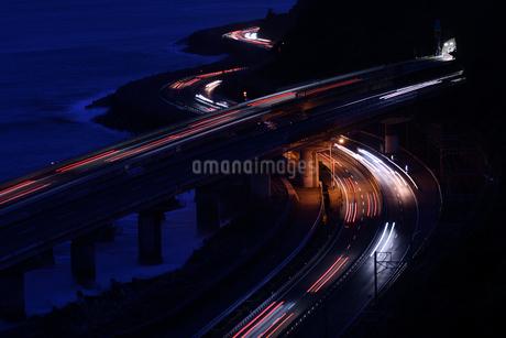 夜の東名高速道路の写真素材 [FYI02992424]