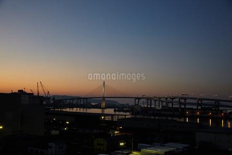 夕暮れの港湾の写真素材 [FYI02992838]