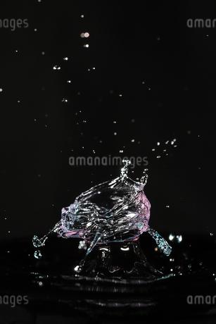 水滴のハイスピード撮影の写真素材 [FYI02992909]