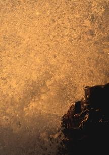 海波弾ける瞬間の写真素材 [FYI02992935]