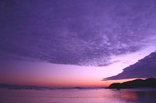 雲湧く瀬戸の夕焼けの写真素材 [FYI02993031]