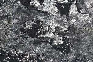 灼熱の南紀の海面模様の写真素材 [FYI02993044]