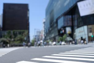 数寄屋橋交差点の横断歩道の写真素材 [FYI02993242]
