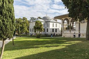 トプカプ宮殿庭園風景の写真素材 [FYI02993279]