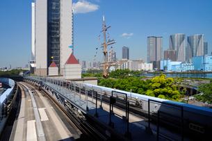 新交通ゆりかもめから見る竹芝埠頭公園の写真素材 [FYI02993289]