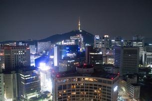ソウル市内の夜景の写真素材 [FYI02993331]