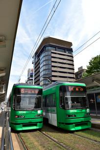 広島市内を走る市電の写真素材 [FYI02993362]