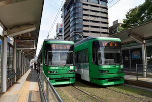 広島市内を走る市電の写真素材 [FYI02993421]