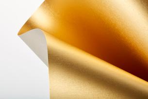 ウェーブのついた金色の厚紙の写真素材 [FYI02993558]