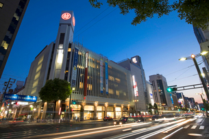 三越デパート付近より相生通りと広島市街夜景の写真素材 [FYI02993595]