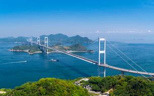 ドローンによるしまなみ海道の来島海峡大橋の写真素材 [FYI02993633]