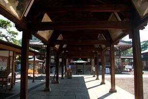 善通寺の廻廊の写真素材 [FYI02993643]