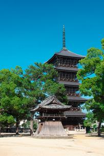 善通寺の五重塔と鐘楼の写真素材 [FYI02993647]